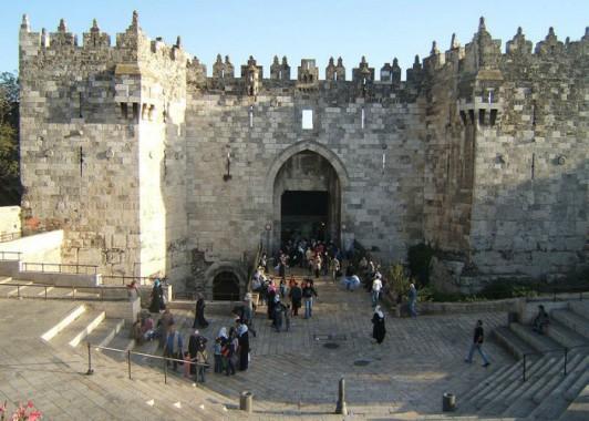 Шхемские ( Дамасские ) ворота старого города ведут в мусульманский квартал.