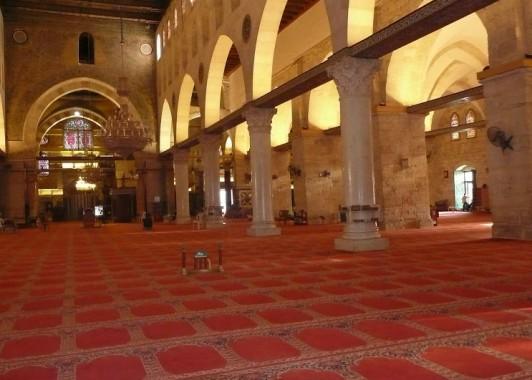 Интерьер мечети Эль-Акса.