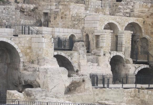 Раскопки у Южной стены (2)