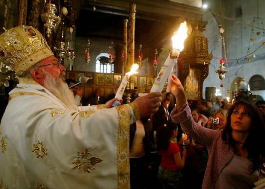 Принятие Благодатного огня в Иерусалиме
