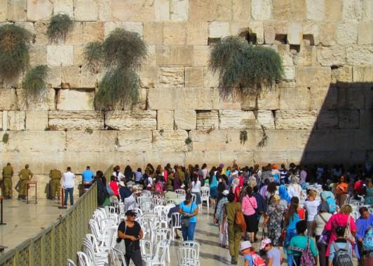 Стена Плача ( Западная стена ) – часть разрушенного Еврейского Храма.
