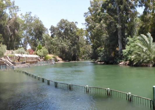 Ярденит – исток реки Иордан из Галилейского моря.