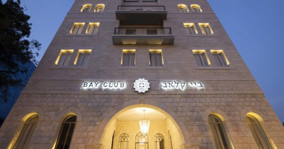 bay-club-hotel-front
