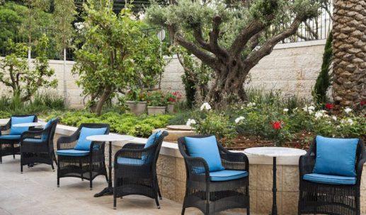 bay-club-hotel-garden