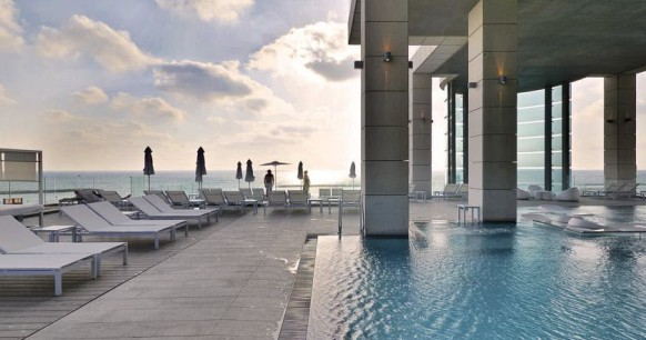 royal-beach-hotel-pool