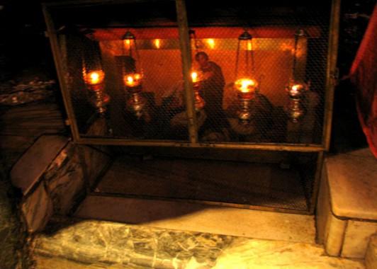 Алтарь поклонения волхвов в храме Рождества Христова.