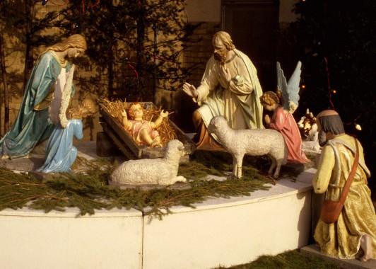 Поклонение младенцу Христу. Рождественский вертеп на площади Рождества в Вифлееме.