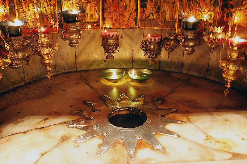 Вифлеемская звезда отмечает место рождения Иисуса.