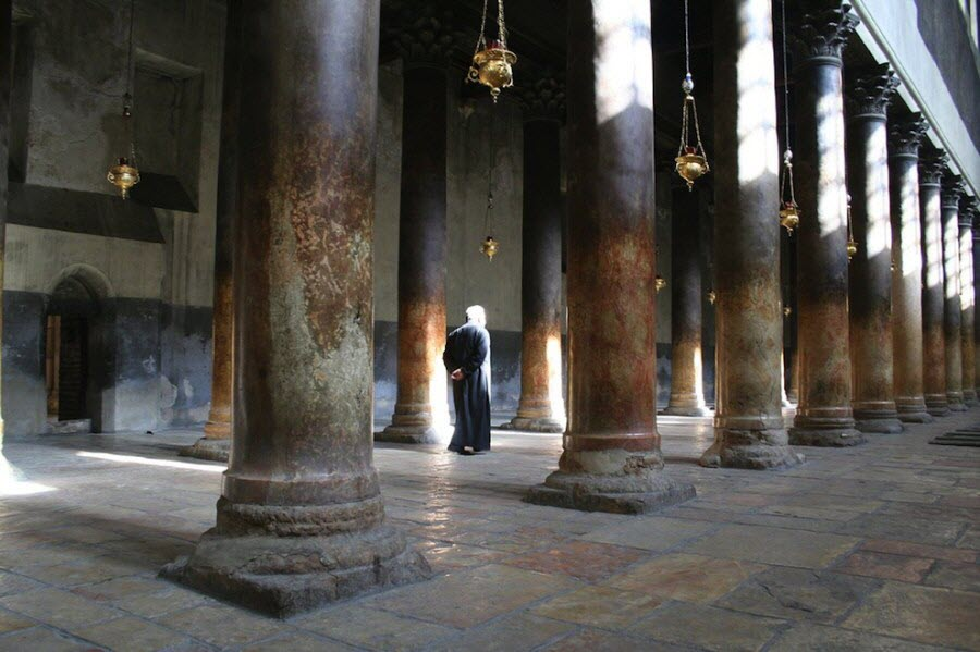 church-of-the holy-sepulchre-inside