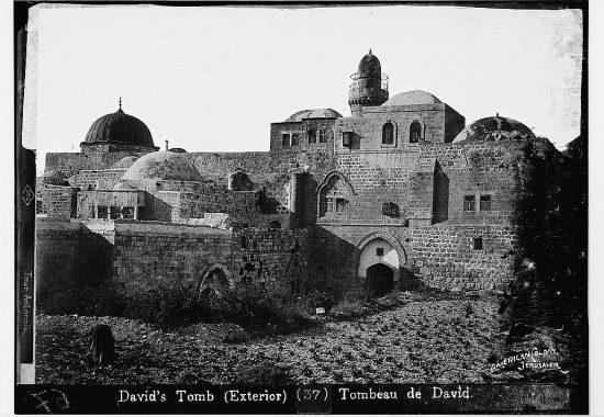 Так выглядела Сионская гора в самом начале 20 века, до постройки немецкой церкви Дормицион и нового францисканского монастыря.