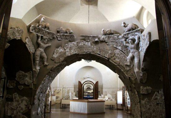 Отделка комплекса бань во дворце  халифа Хишама в Иерихоне, 7 век н.э.