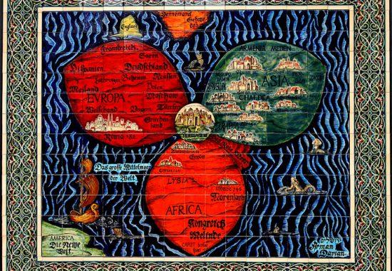 Карта-трилистник. Современная керамики, выполненная по мотивам средневековой карты. Автор –  Арман Дариан.