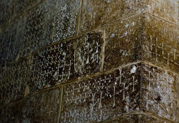 Кресты на стенах Храма Гроба