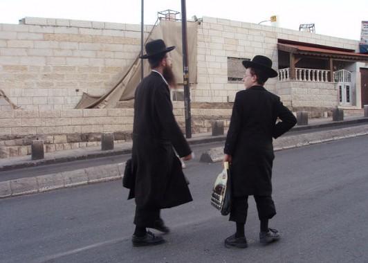 Ешиботники – ученики  высшей еврейской религиозной школы.