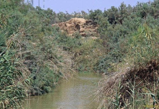 Каср эль Эхуд. Река Иордан в месте крещения.