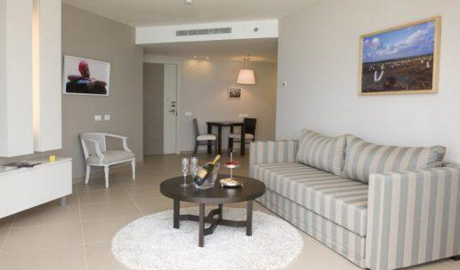 ramada-hotel-room1