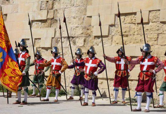 Мальтийские рыцари – наследники рыцарей ордена Св. Иоанна. Остров Мальта.
