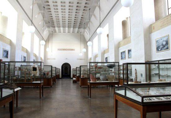 Залы музея Рокфеллера – классический показ музейных коллекций.