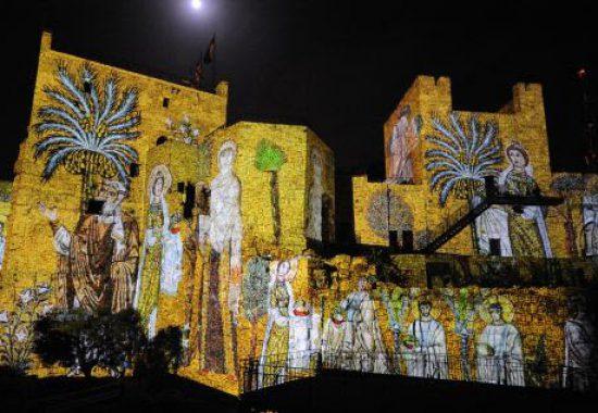 Световое шоу на стенах цитадели Давида в Иерусалиме.