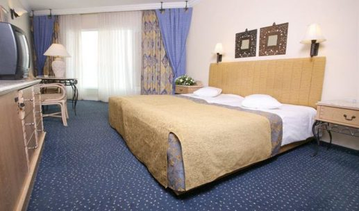 crowne-plaza-hotel-dead-sea-room