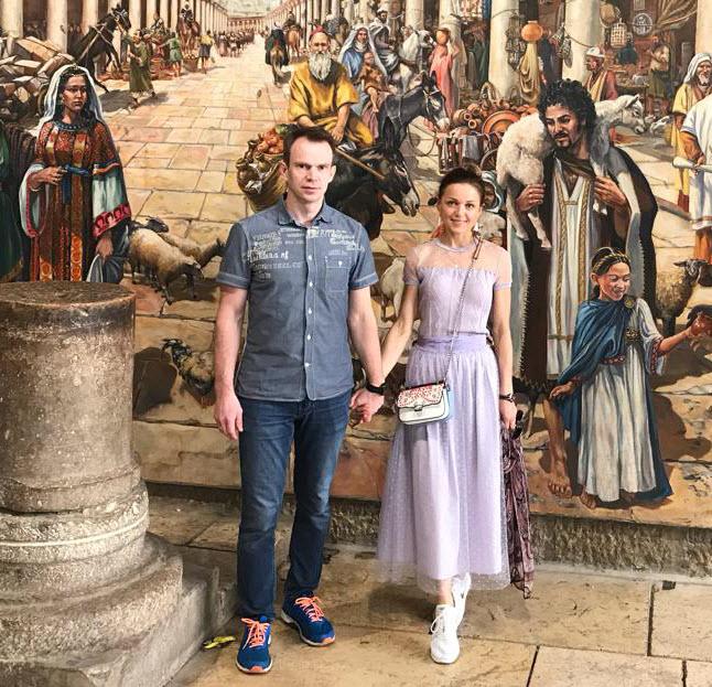 tourists with jerusalem